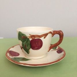 VINTAGE-FRANCISCAN-Apple-Pattern-Coffee-Tea-Cups-and-Saucers